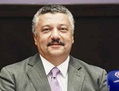 الدكتور شريف شاهين عميد آداب القاهرة
