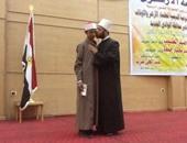 الدكتور أسامة الازهرى يكرم الطالب