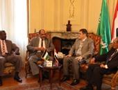 الدكتور السيد البدوى شحاتة رئيس حزب الوفد مع القائم بالأعمال السودانى