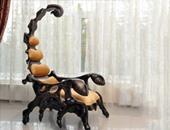 كرسى غريب على هيئة عنكبوت