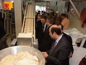 وزير التموين أثناء افتتاح المخبز