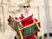 كيت وينسلت بفستان أحمر فى كواليس فيلم  The Dressmaker