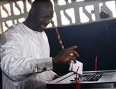 جورج ويا نجم الميلان السابق والمنتخب الليبيرى يدلى بصوته فى الانتخابات