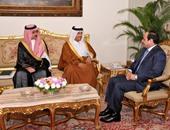 الرئيس أثناء لقائه مبعوث أمير قطر والسكرتير الخاص للعاهل السعودى