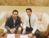 أحمد حمودى لحظة التوقيع لنادى الباطن السعودى