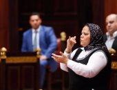 مترجمة للصم والبكم فى اجتماع سابق بلجنة التضامن