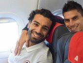 محمد صلاح ينشر صورته على متن الطائرة قبل لقاء تورينو غدا