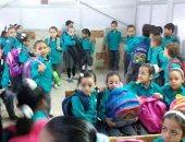 شكوى من عدم وجود مقاعد دراسية كافية بفصول مدرسة بالإسكندرية