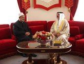 شيخ الازهر خلال لقائه ملك البحرين