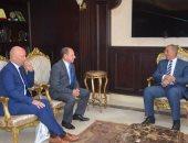 جانب من لقاء محافظ البحر الأحمر مع سفير سلوفاكيا