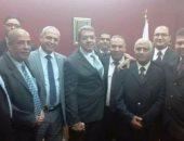 وزير المالية ورئيس مصلحة الجمارك ومأمورى المطار