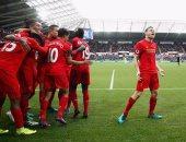 لاعبو ليفربول يحتفلون بالفوز على سوانزى