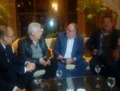 اجتماع مرتضى منصور وكرم كردى بفندق الإقامة بالإسكندرية