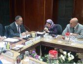 نائب وزير الإسكان خلال الاجتماع مع المحافظ