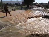 مياه السيول تغرق شوارع قرية الحاجر
