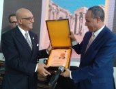 وزير ثقافة الجزائر يسلم محمد سلماوى درع الكمال الثقافى