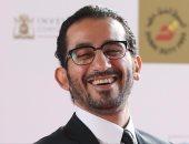 أحمد حلمى يبدى إعجابه بالمطربة هبة طوجى