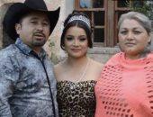 الفتاة المكسيكية ووالداها