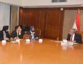 وزير الصناعة خلال لقاء مع إحدى الشركات الهندية - صورة ارشيفية