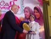 الدكتور محمد شعلان خلال تكريم الدكتورة هند القاسمى