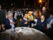 """عمرو سعد يغنى على """"ورق الفل دلعنى"""""""