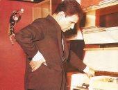 عبد الحليم حافظ أمام جهاز التسجيل الخاص به