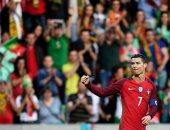 كريستيانو رونالدو يحتفل بهدفه أمام السويد