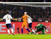 لحظة تسجيل إيطاليا للهدف الثانى أمام هولندا