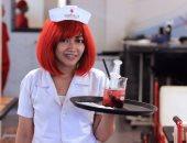 مطعم يقدم الطعام فى معدات طبية
