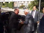 وزير الثقافة يهدى محافظ بورسعيد كتابا