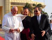 الرئيس السيسى بجوار البابا فرنسيس بابا الفاتيكان