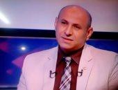 أسامة عبد الباسط نقيب الضيافة الجوية