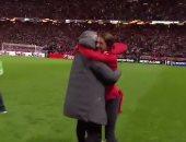 احتفال مورينيو مع ابنه