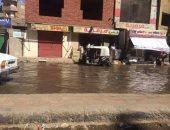 طفح مياه المجارى بشارع الحديدين بأسوان