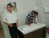 فريق مديرية الصحة ببنى سويف يراجع دفاتر الحضور والانصراف