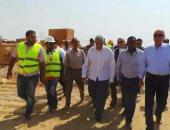 محافظ أسوان والمهندس إبراهيم محلب