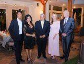 الدكتور زاهى حواس مع الفنان محمودقابيل والفنان خالد النبوى وجنيفر ماسى مع السفيرة لمياء مخيمر
