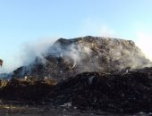 جبل القمامة فى مدخل القرية