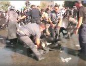 الشرطة الإسرائيلية تسحل متظاهرين