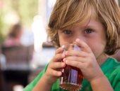طفل يتناول الشاى - أرشيفية