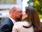 المرشح الألمانى مارتن شولتز يقبل زوجته