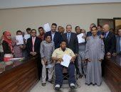محافظ بنى سويف يسلم عقود تعيين ذوى الإعاقة بحديد المصريين