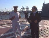 السفير الروسى بالقاهرة يزور سفينة حربية روسية فى ميناء الإسكندرية