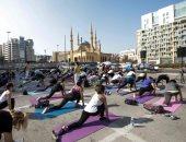 لبنانيون يمارسون اليوجا