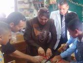 وكيل تعليم كفر الشيخ تشارك الطلاب بصنع المشغولات اليديوية
