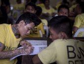 سجناء الفلبين يؤدون امتحان التعليم البديل
