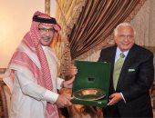 السفير السعودى يكرم الدكتور أحمد عكاشة
