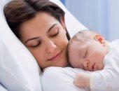 تعبيرية عن الأمومة