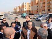 وزير الاسكان يتفقد وحدات سكنية فى اكتوبر