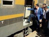 النائب بدوى النويشى يستقل قطار بنى سويف